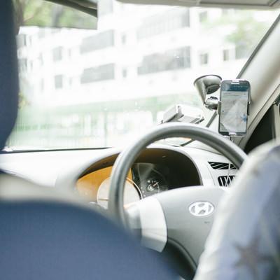 「タクシーの配車サービスを利用する」の写真素材