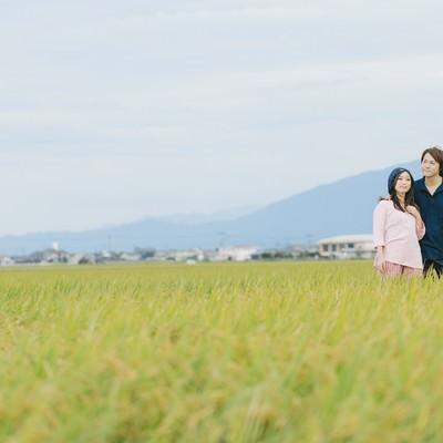 「夫婦二人三脚で育てた稲」の写真素材
