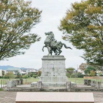 「大刀洗公園と菊池武光像(馬と後ろ姿)」の写真素材