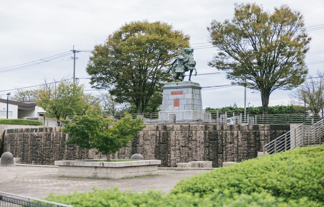 大刀洗公園(中央:菊池武光像)の写真