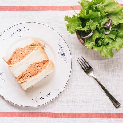 「にんじんたっぷりのマリネサンドイッチ」の写真素材