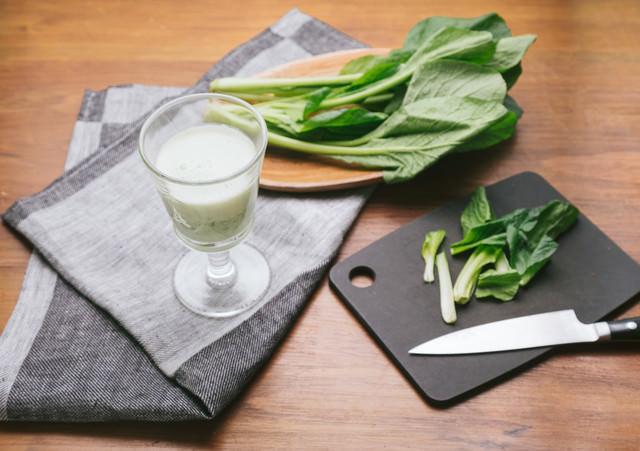 小松菜で作ったヘルシーなスムージーの写真