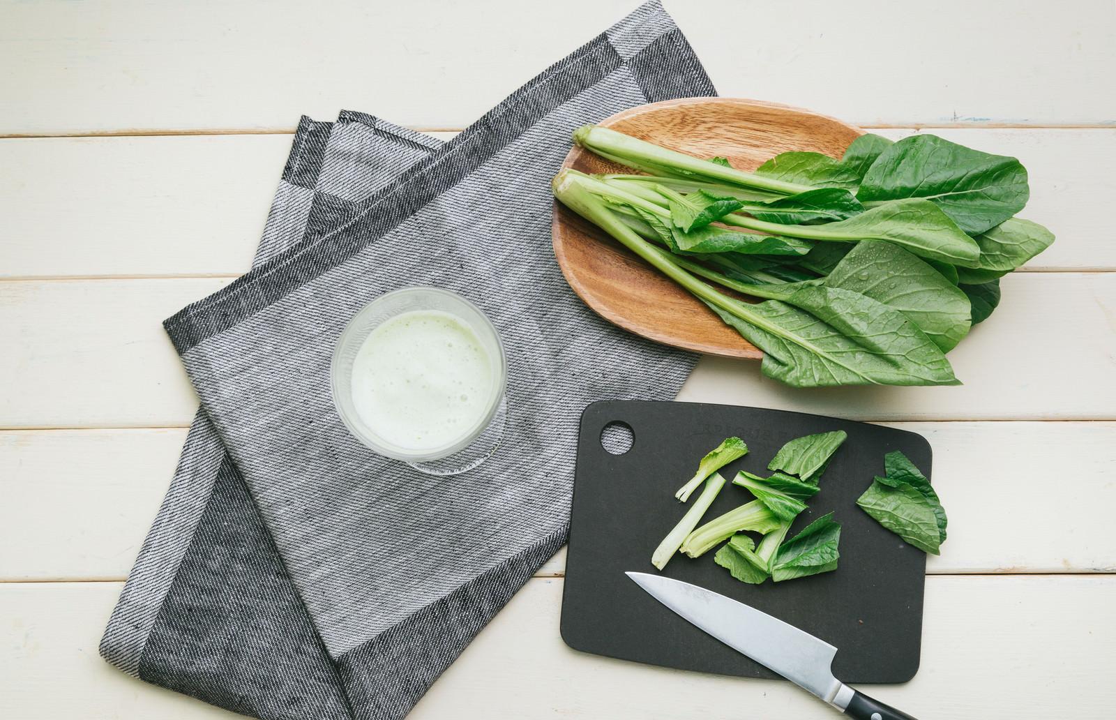 「小松菜のカットとスムージー小松菜のカットとスムージー」のフリー写真素材を拡大