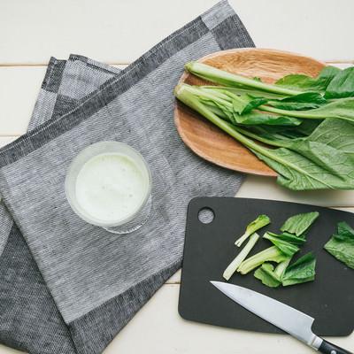 「小松菜のカットとスムージー」の写真素材