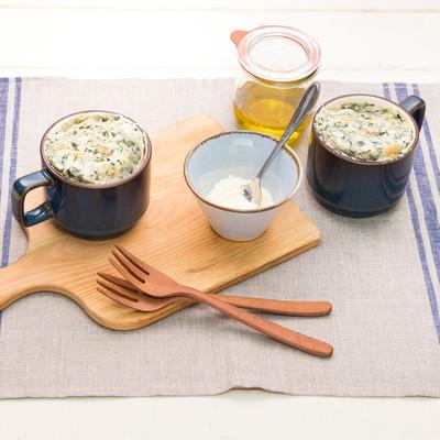 「ほうれん草の緑色がきれいな蒸しパン」の写真素材