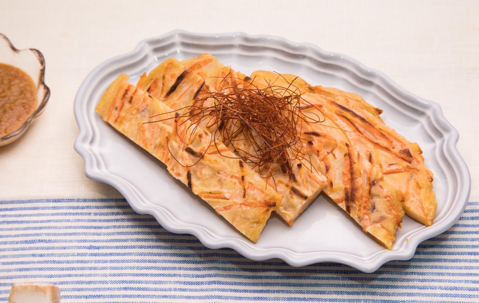 「かつお節や塩昆布の旨味とにんじんの甘味が絶妙なにんじんチヂミ」の写真