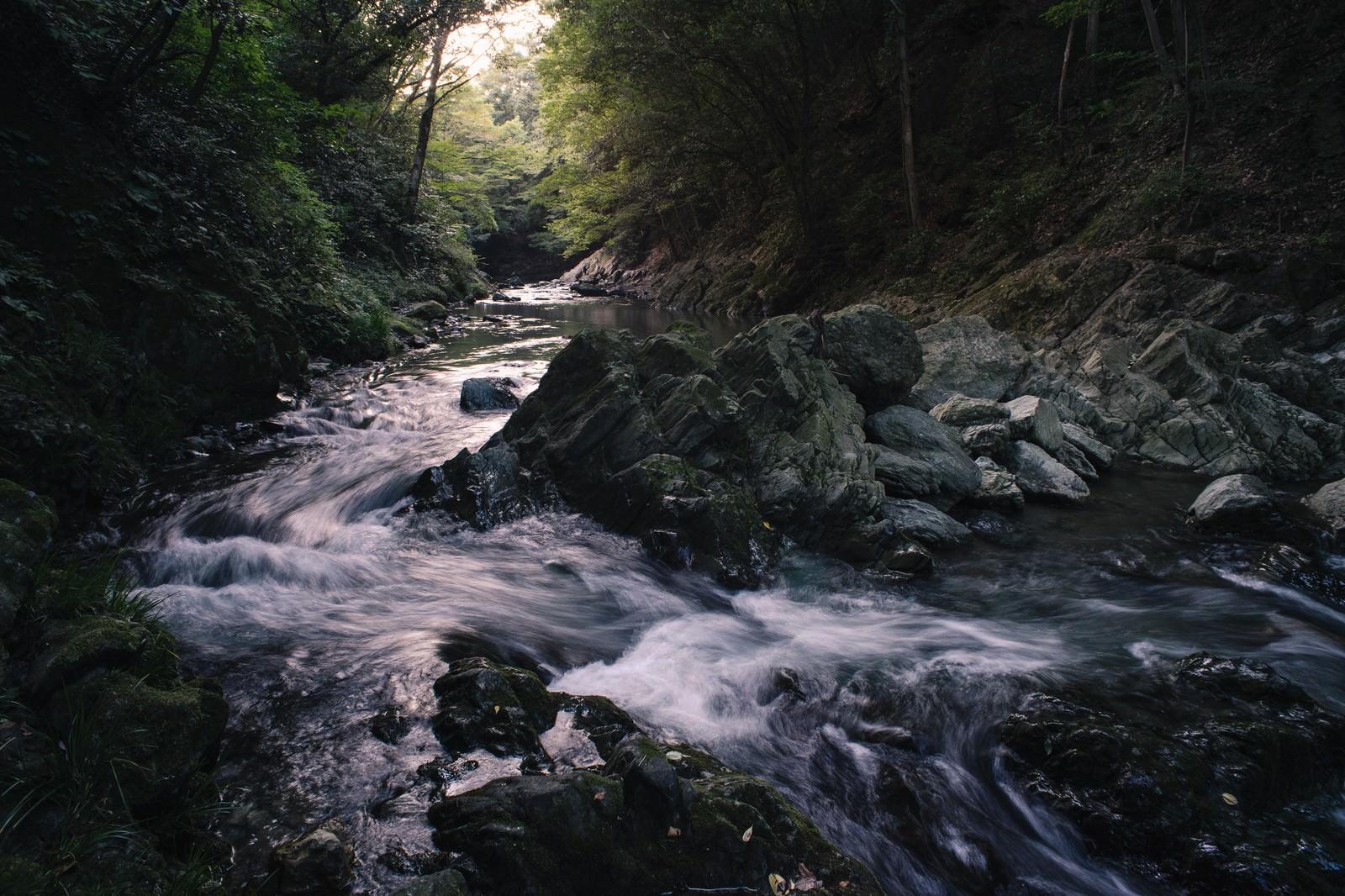「日没がダイナミックで美しい三波渓谷」の写真