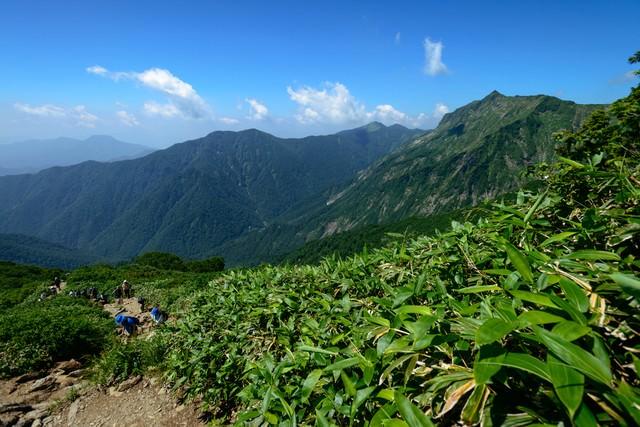 関東と北陸を隔てる登山道の写真