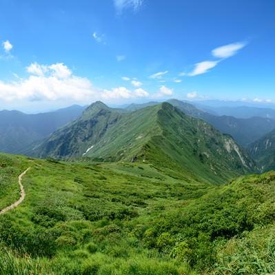 谷川岳主脈の果てしなく続く登山道の写真