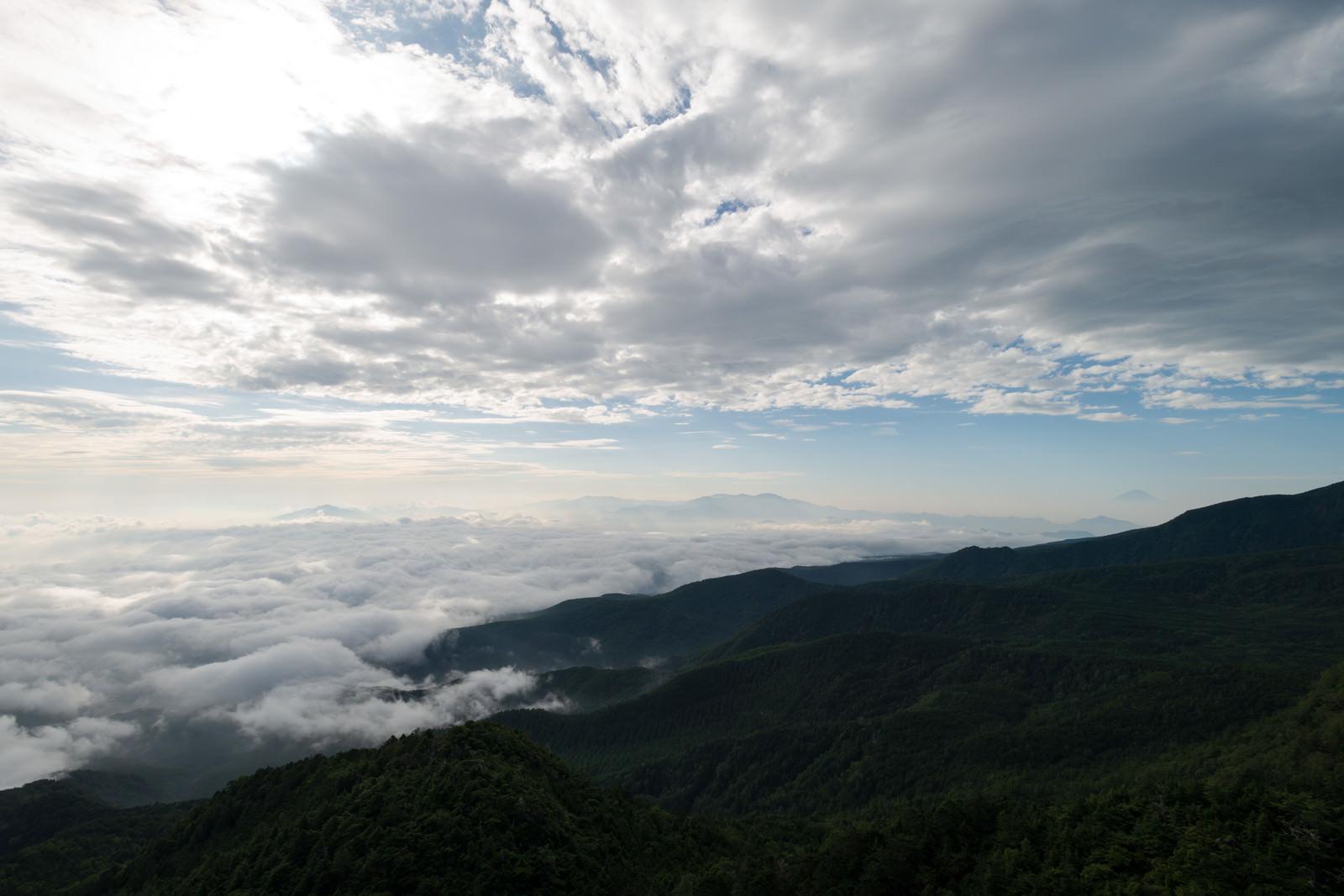 「山にかかるにゅうの雲海」の写真