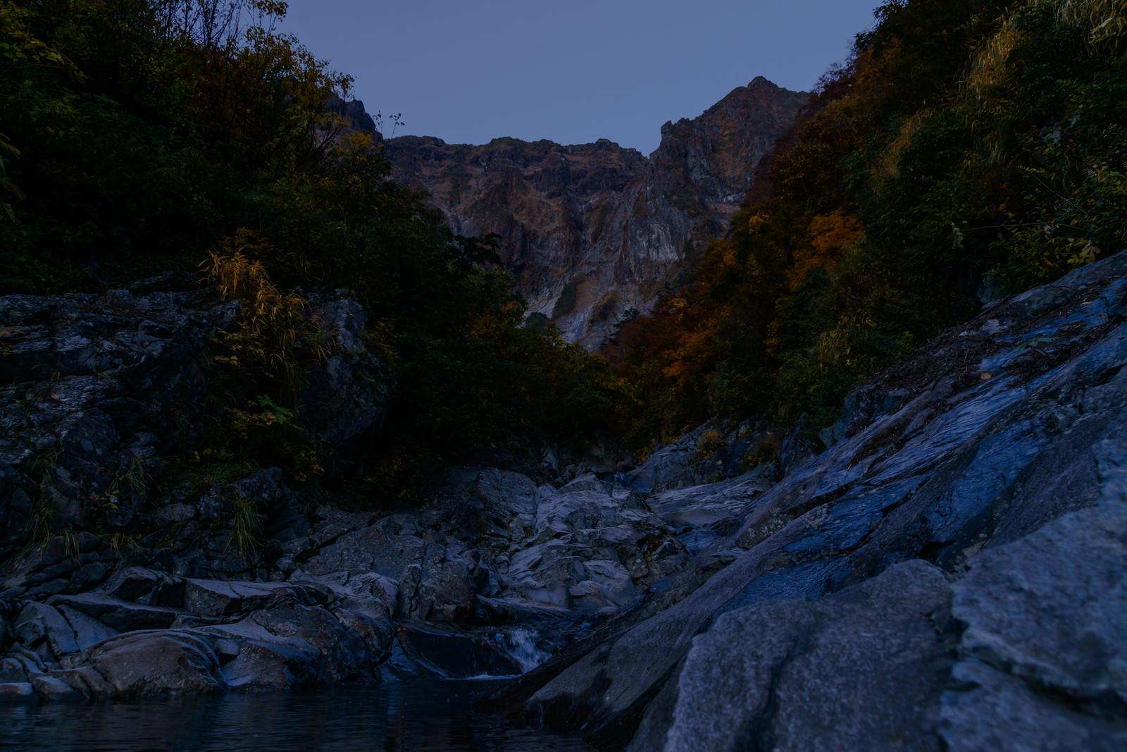 「薄暗い一ノ倉沢」の写真