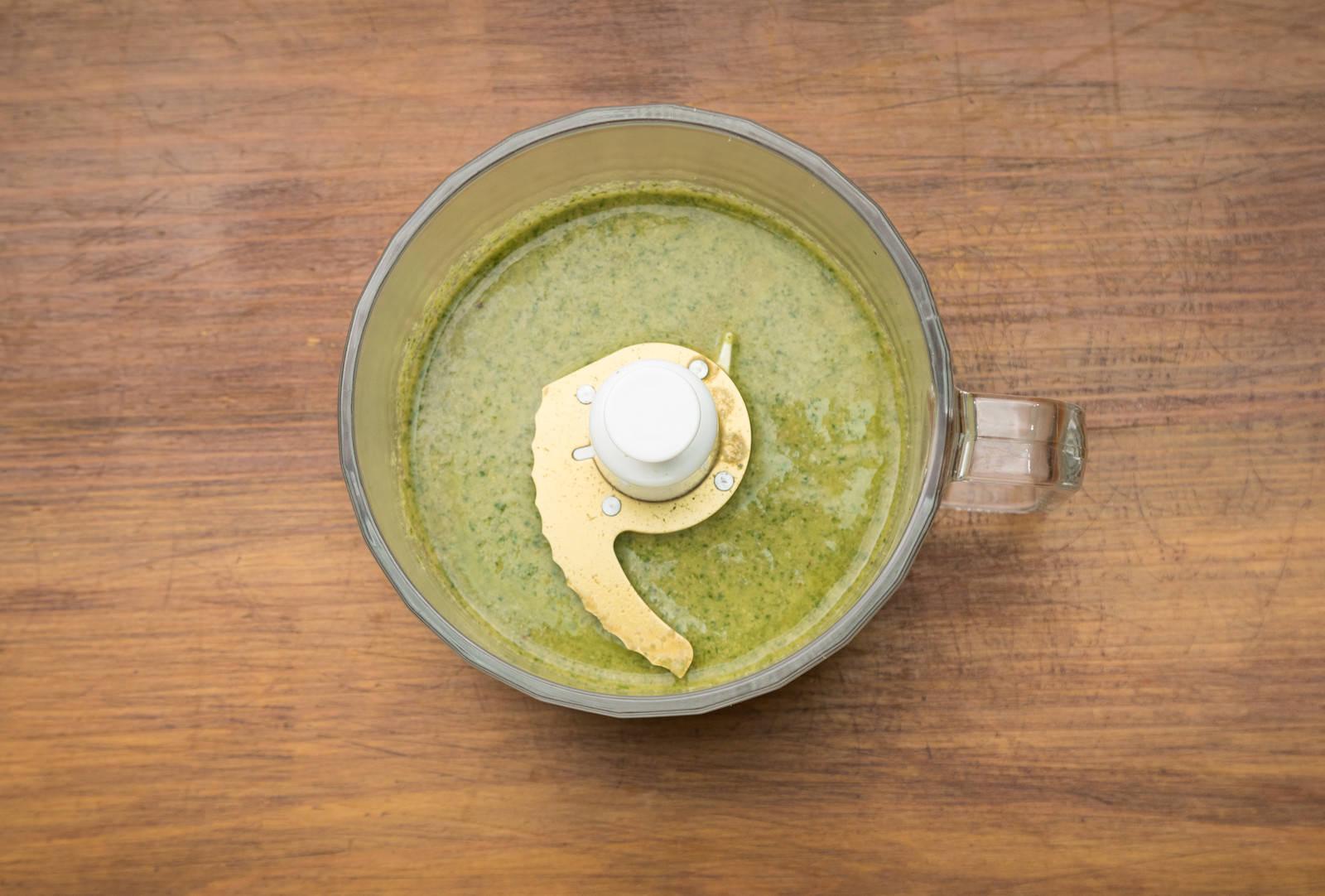 「小松菜スムージーの作り方小松菜スムージーの作り方」のフリー写真素材を拡大