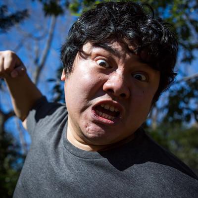 「凶暴化した暴徒が鉄拳制裁」の写真素材