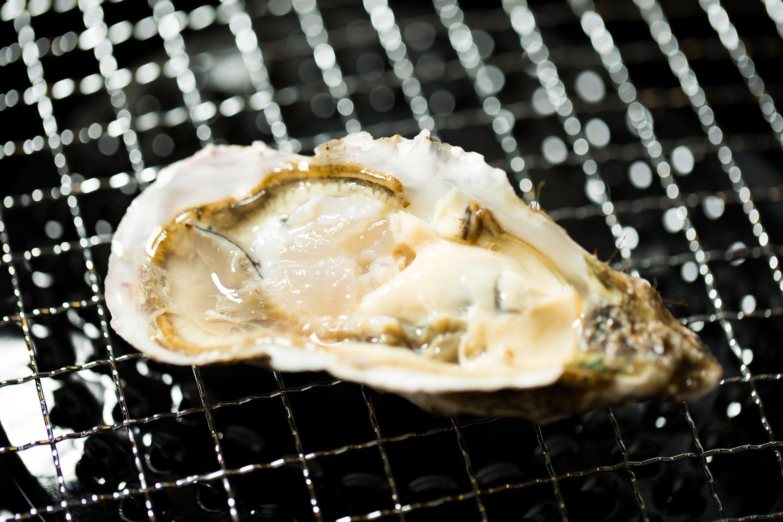 「網上で焼き牡蠣」の写真