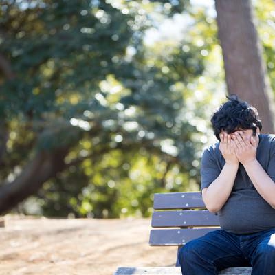 「納期に間に合わせず、ひとまず公園で泣いてみた。」の写真素材