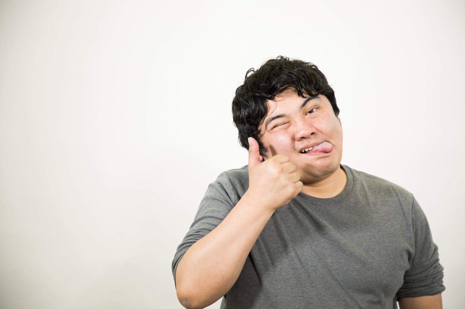 「テヘペロいいね」の写真[モデル:段田隼人]