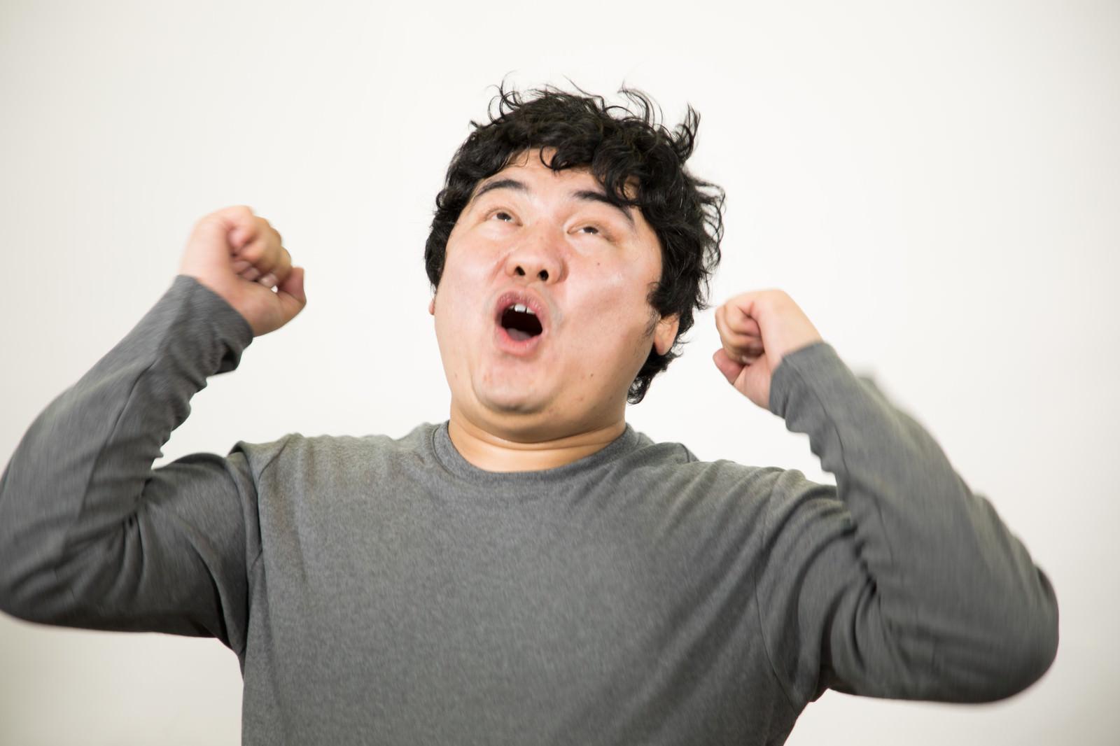 「ウッホウッホ!」の写真[モデル:段田隼人]
