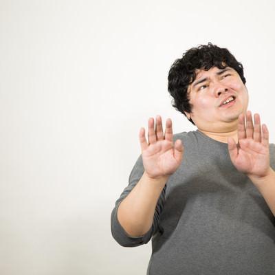 「露骨に嫌がる男性」の写真素材
