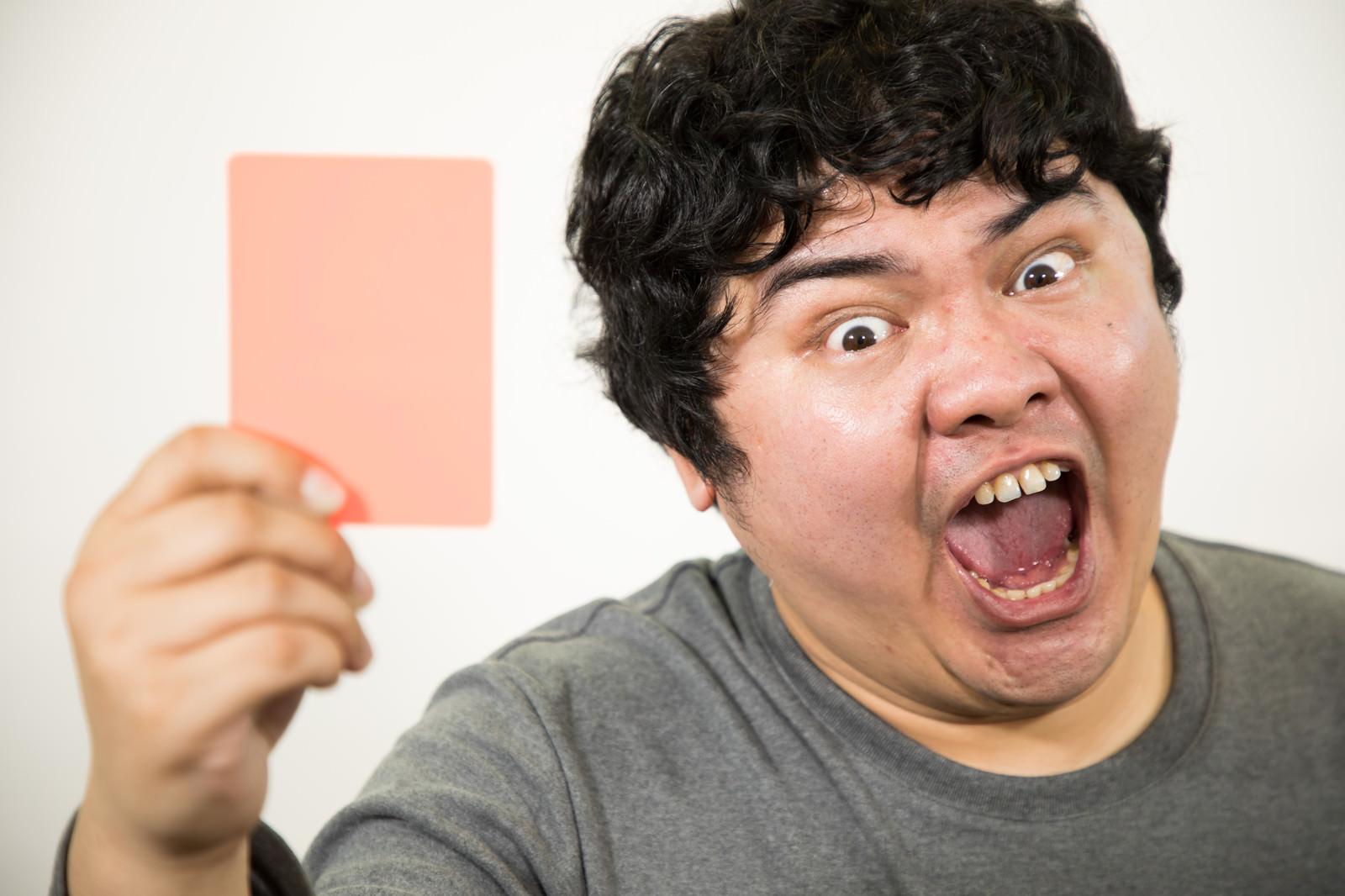 「超絶怒涛のレッドカード超絶怒涛のレッドカード」[モデル:段田隼人]のフリー写真素材を拡大