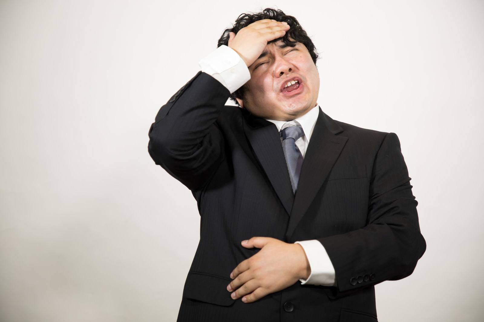 「頭とお腹が痛いので帰ります。(会社員)頭とお腹が痛いので帰ります。(会社員)」[モデル:段田隼人]のフリー写真素材を拡大