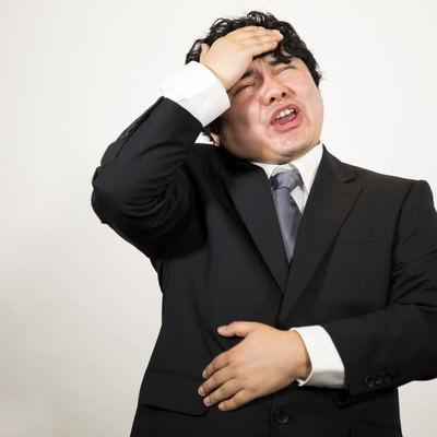 頭とお腹が痛いので帰ります。(会社員)の写真