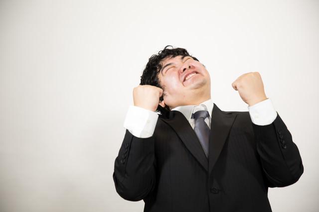 心から喜びを感じるビジネスマン(肥満)の写真