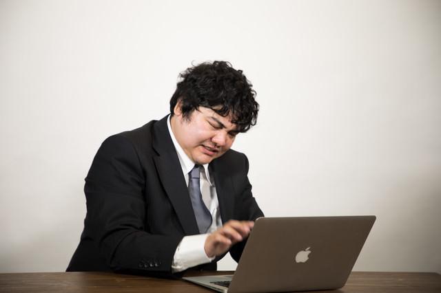 実名アカウントで会社批判を投稿して慌てて消す会社員の写真