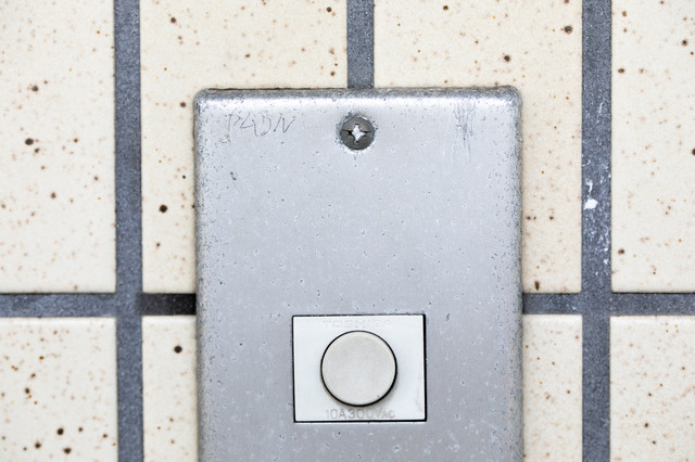 玄関チャイムのマーキング(ヤムワル)ー「住人はヤンキーでうるさい、ムカつく」の写真