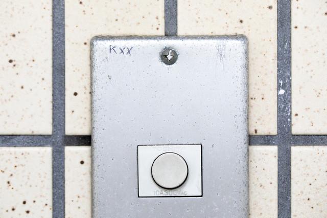 玄関チャイムのマーキング(Kxx)ー「玄関を開けずに2回断られた」の写真