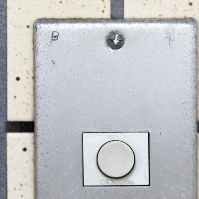 玄関チャイムのマーキング(B)ー「ブラックリスト」の写真