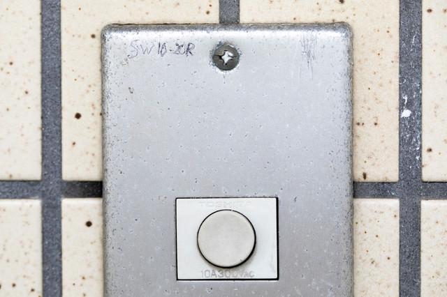 玄関チャイムのマーキング(SW10-20R)ー「女性独り暮し10時~20時まで居留守」の写真