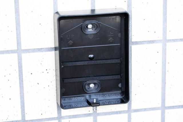 インターホンの取り外された跡の写真