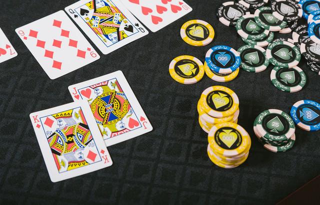 ポーカーのブラフで勝ち残ったの写真