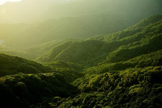 夕暮れの山並みの写真