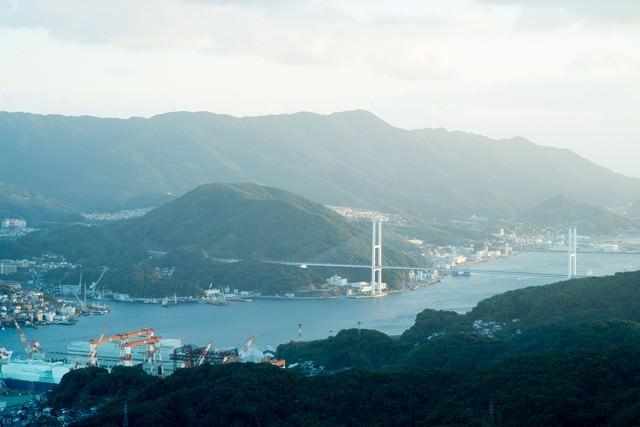 女神大橋と長崎港の写真