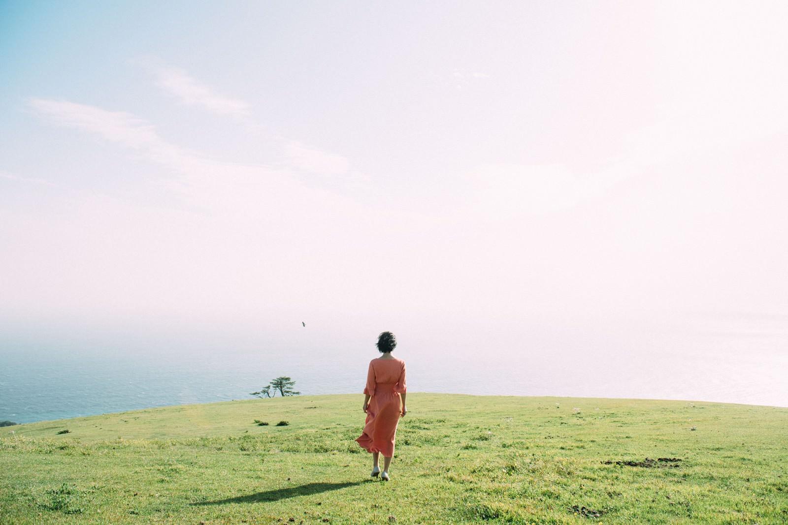「都井岬に佇む女性」の写真