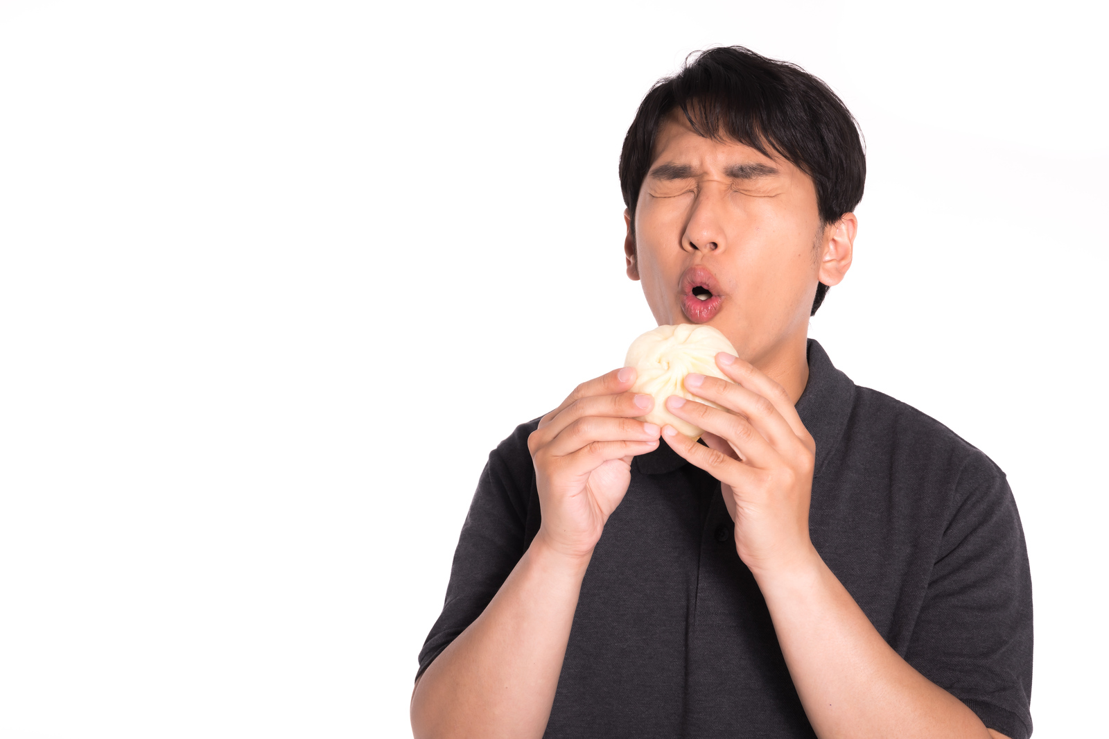 「ほくほくの豚まんうっまー」の写真[モデル:大川竜弥]