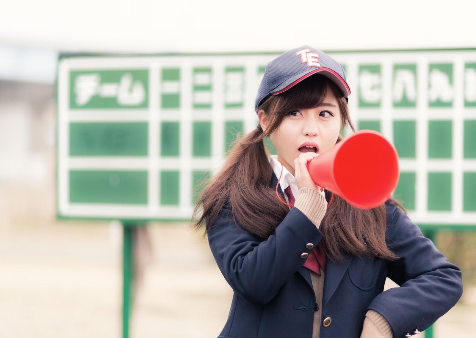 「部員に喝を入れる憧れの女子マネージャー(野球部)」の写真[モデル:河村友歌]