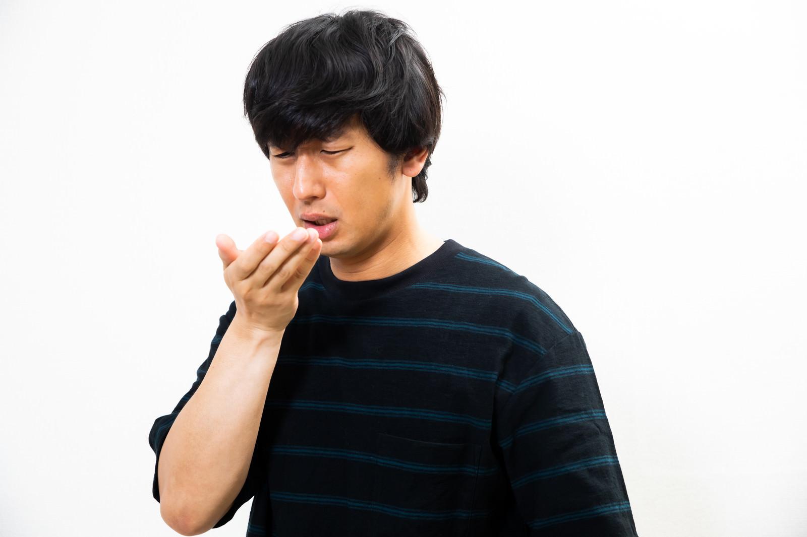 「手を洗うのを忘れた潔癖症」の写真[モデル:大川竜弥]