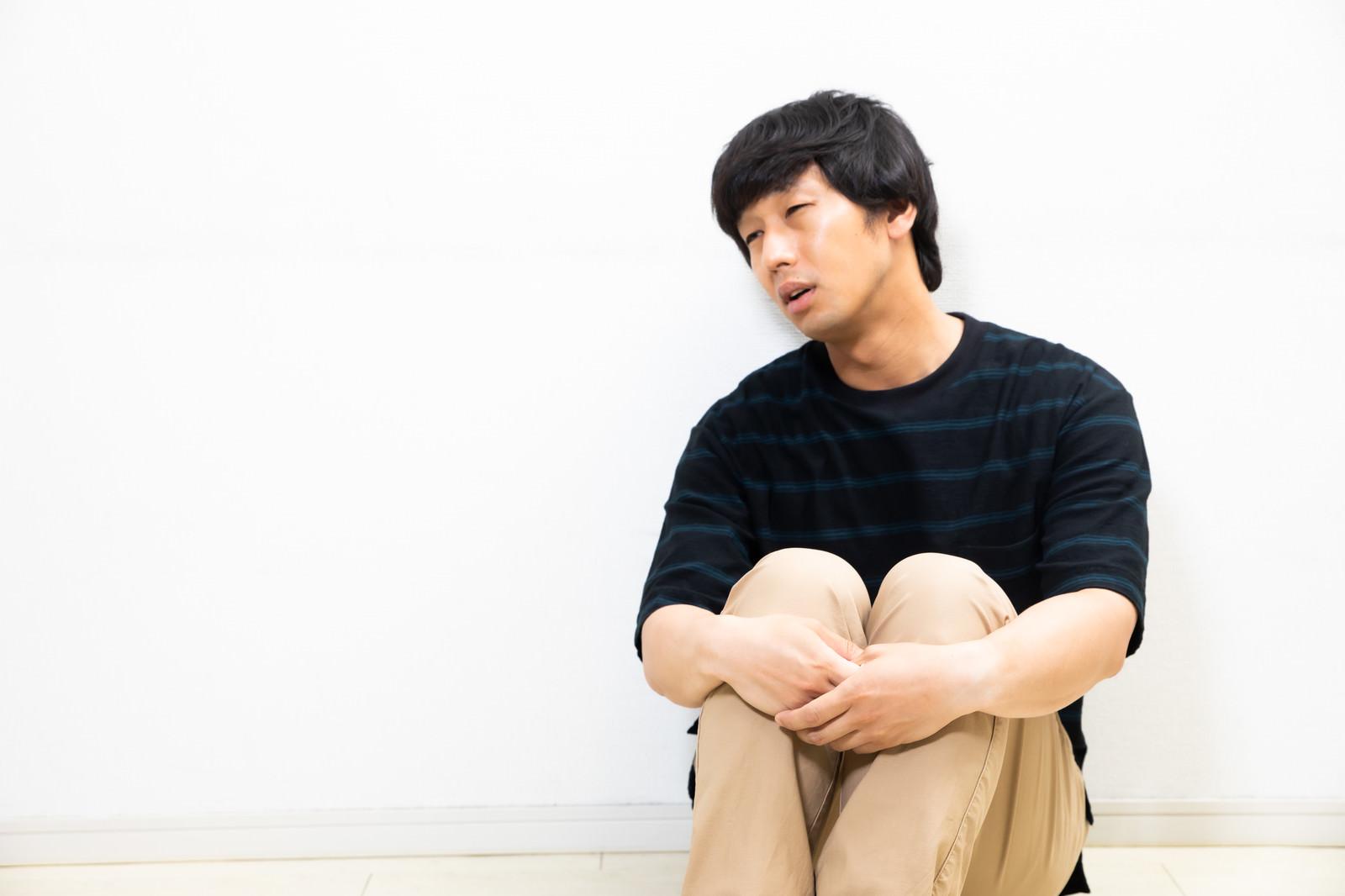 「心労気味のエンジニアぼっち」の写真[モデル:大川竜弥]