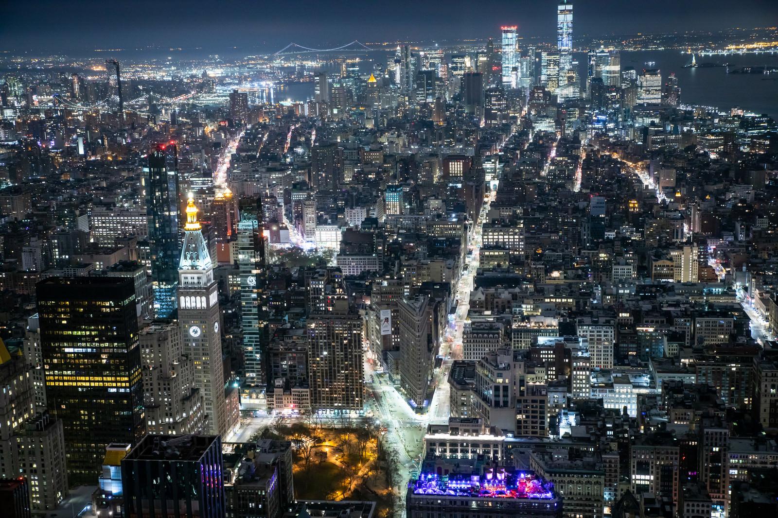 「エンパイアステートビル展望台から見た夜景(ニューヨーク)」の写真