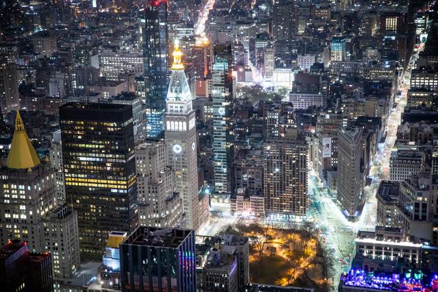ニューヨークの夜景を見下ろすの写真