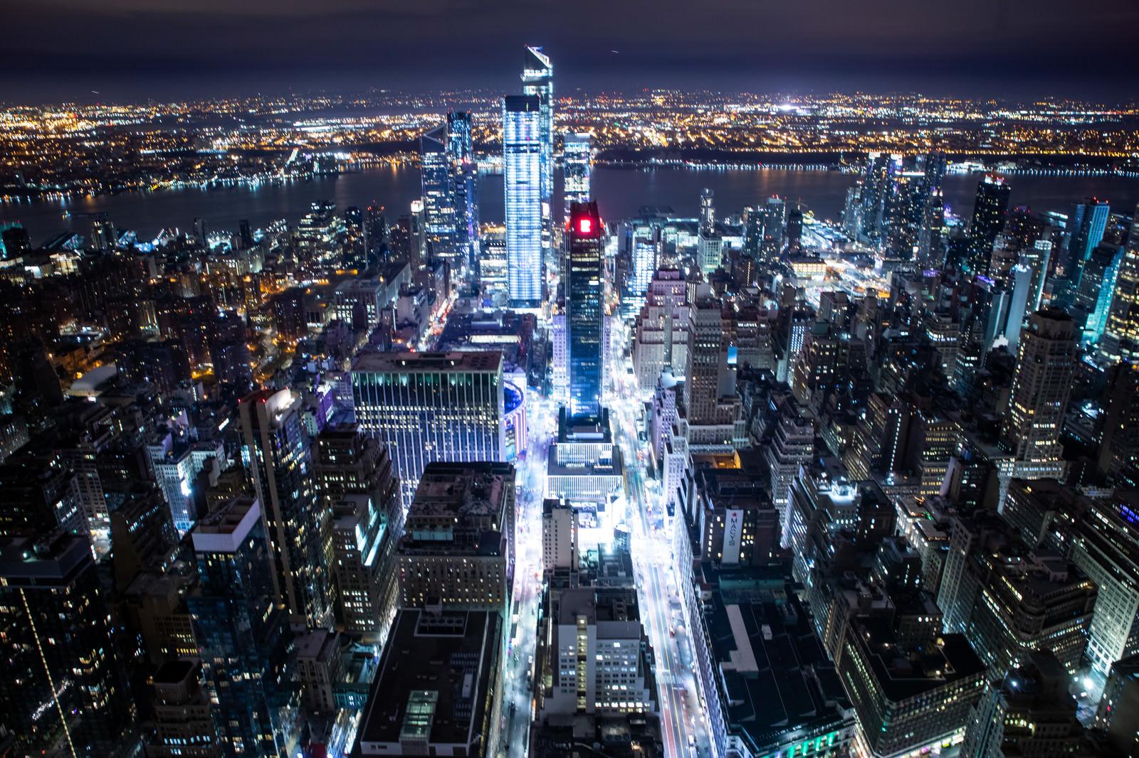 「光り輝くニューヨークの夜景」の写真