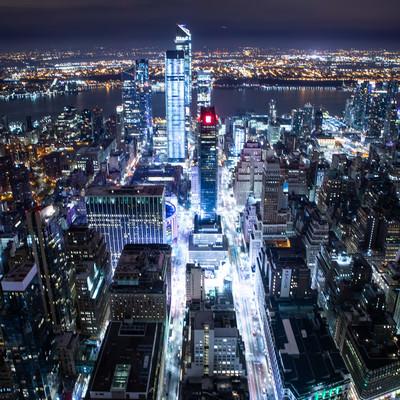 光り輝くニューヨークの夜景の写真