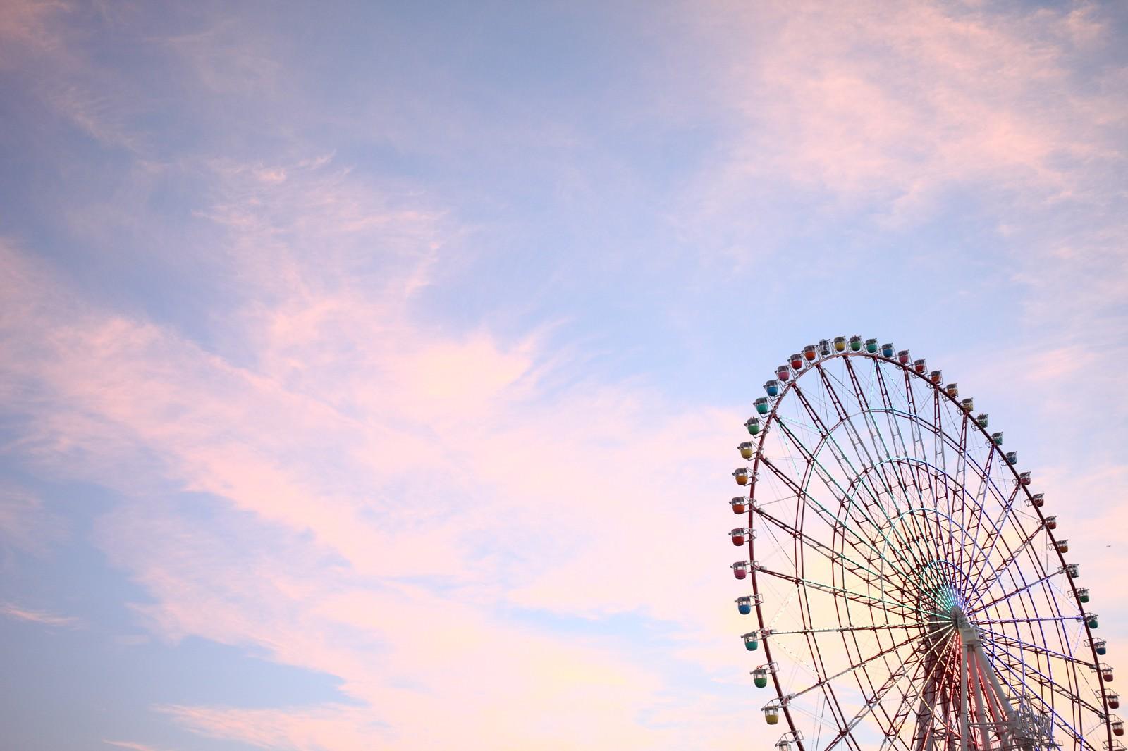「夕焼け空と観覧車」の写真