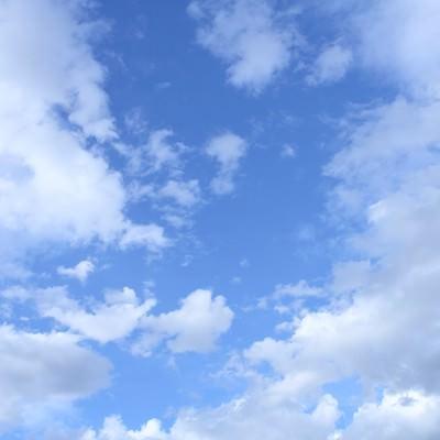 「青空と雲・今日もいい天気」の写真素材