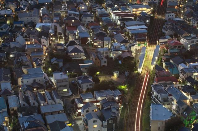 東京夜景・家路を急ぐ光の写真