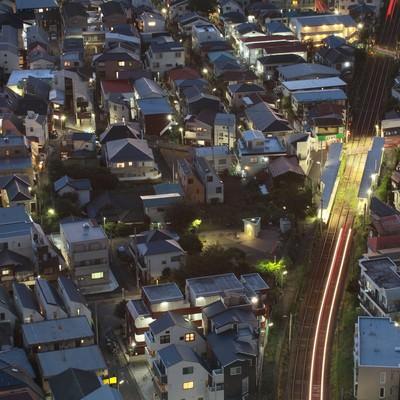 「東京夜景・家路を急ぐ光」の写真素材