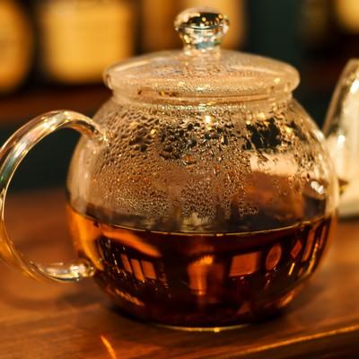 「紅茶のティーポット」の写真素材