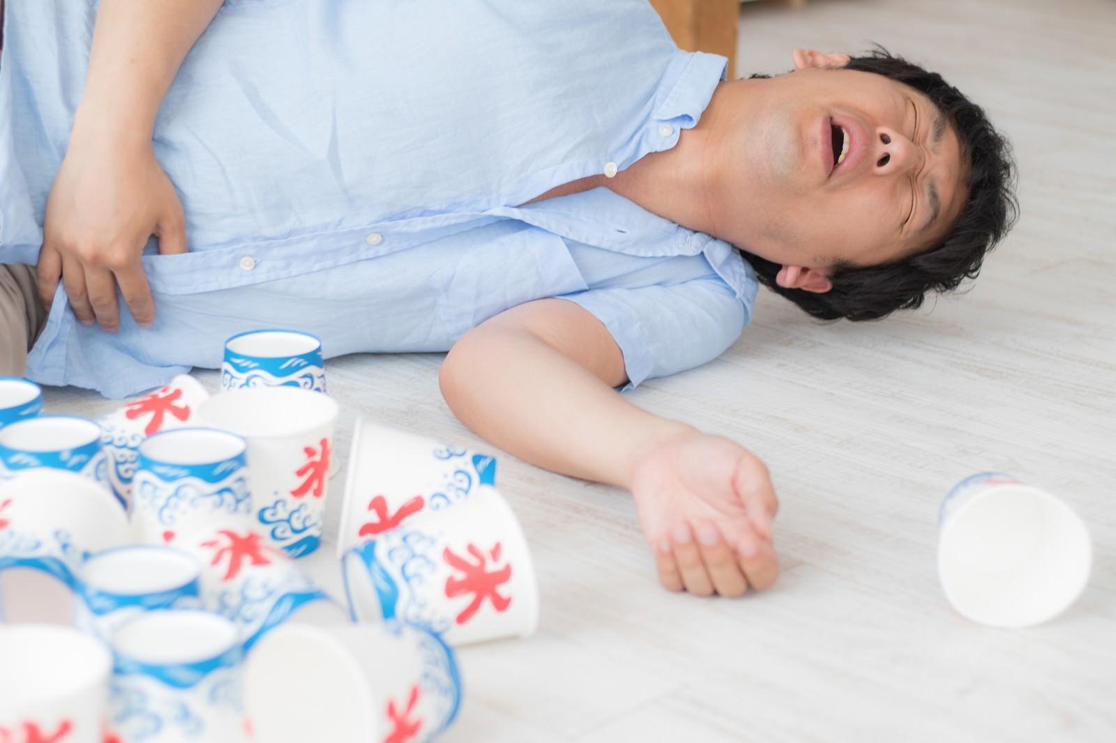「夏のかき氷の食べ過ぎ注意」の写真[モデル:大川竜弥]